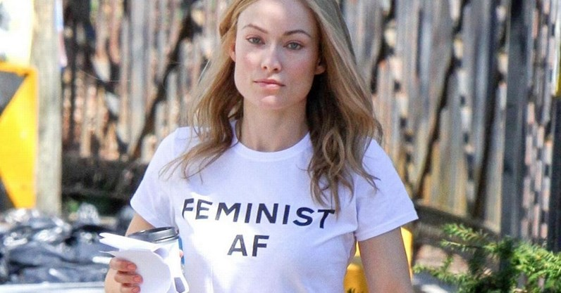 T-shirts com messagens feministas