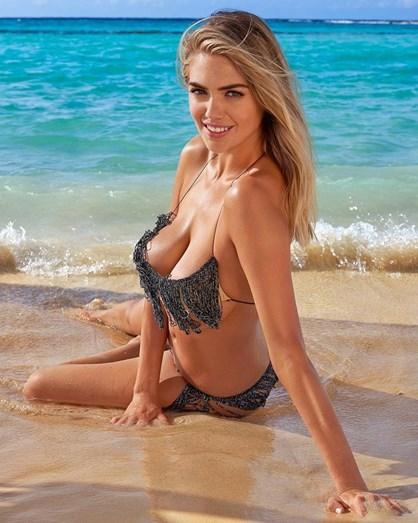 b40386e10 Ups! Kate Upton foi arrastada pelo mar enquanto fotografava em topless -  Mundo - FLASH!